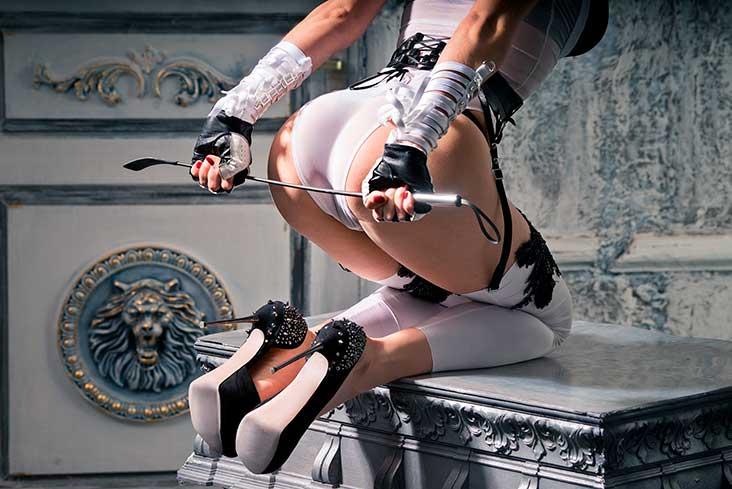 Sexy sko, dominans og frekt rollespill