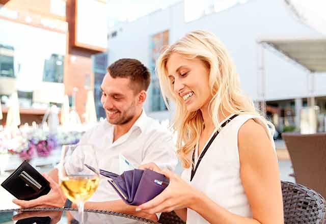 Dating | Hvem betaler for daten? | page69.no gir deg tipsene